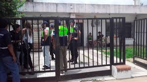 Entró a una casa a robar, amenazó a una mujer, forcejeó con casero venezolano y fue eliminado de un balazo con su propia arma