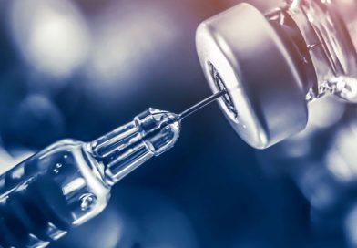 """La vacuna de Pfizer funciona frente a la variante india pero su eficacia es """"ligeramente menor"""""""